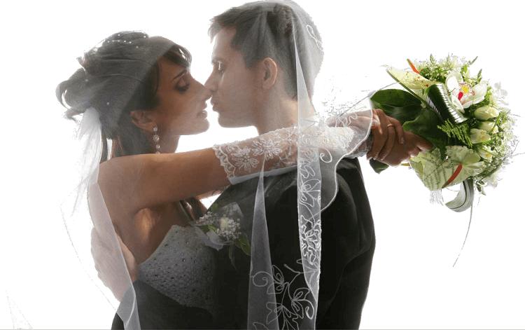 Свадебная пара, поцелуй