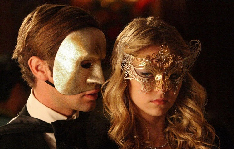 Карнавал, маски, пара влюлённых