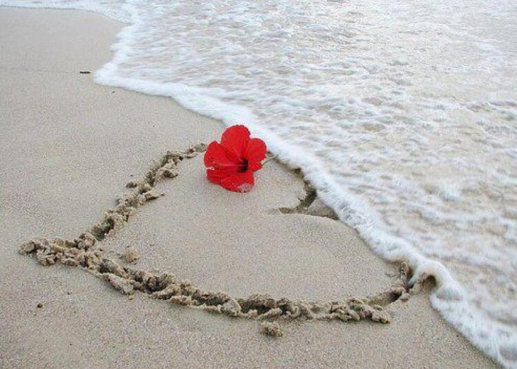 Я люблю тебя, надпись на песке