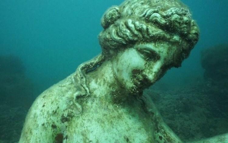 Скульптура на дне моря