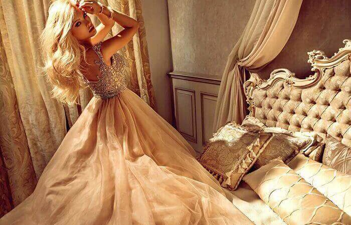От королевы до золушки или цена золотой клетки.